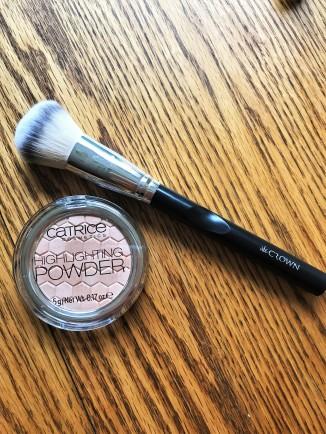 Crown brush and Catrice Highlighting Powder