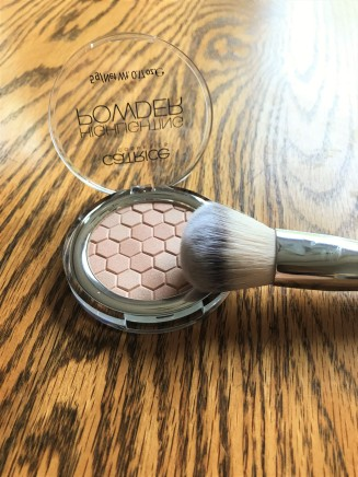 Gorgeous champagne highlighter and brush